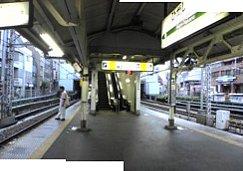 早朝の中央線東中野駅